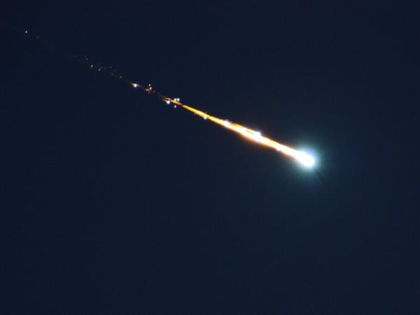 Observation d'un phénomène dans le ciel réunionnais : probablement une météorite